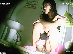 chinese girls go to toilet.132