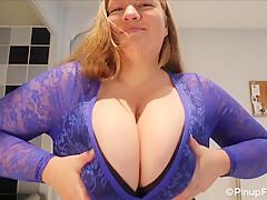 Sara Willis Reveals Her Gigantic Boobs On Focus Webcam