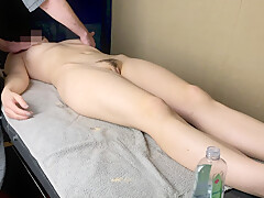 Massage Therapist Cum On Wifes Stomach (2/10)
