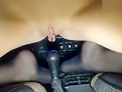 BigLips fucks herself in the car