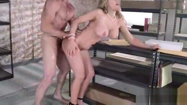 Intercose On Cam With Sexy Busty Slut Office Girl (corinna blake) mov-11