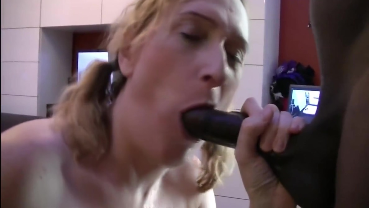 Essex Girl Lisa Loves 10 Inch Bbc And Creampie